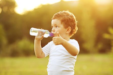 Как приучить ребёнка пить воду