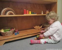 Ящики или стеллаж: как лучше размещать игрушки