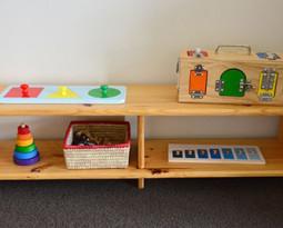 Стеллаж для игрушек по принципам Монтессори