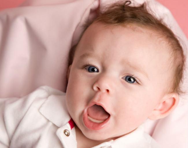 Благодаря сензитивному периоду развития языка и впитывающему уму развитие речи происходит непринуждённо и с интересом